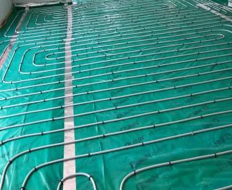 Underfloor heating plumbing pipes